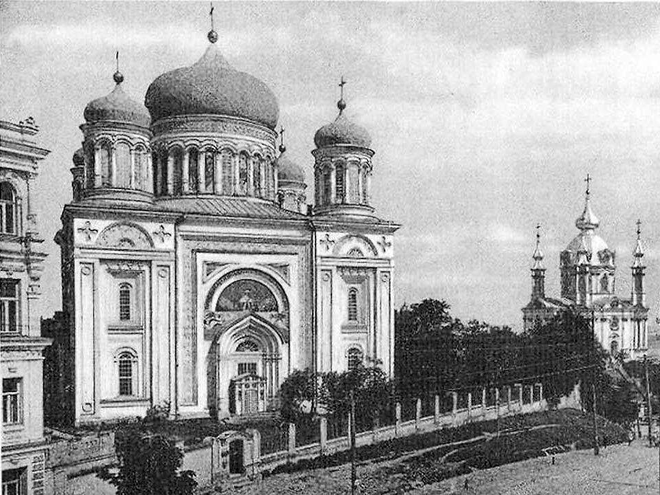 Szent Mihály aranykupolás székesegyház (Mykhaylivskyi zolotoverkhyi monastyr) a varos védőszentjéről kapta nevét.