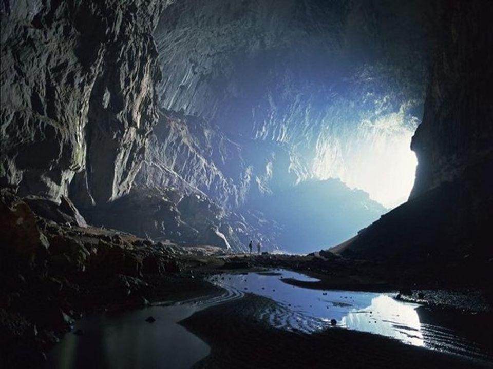 Gyorsfolyású folyó a barlangban