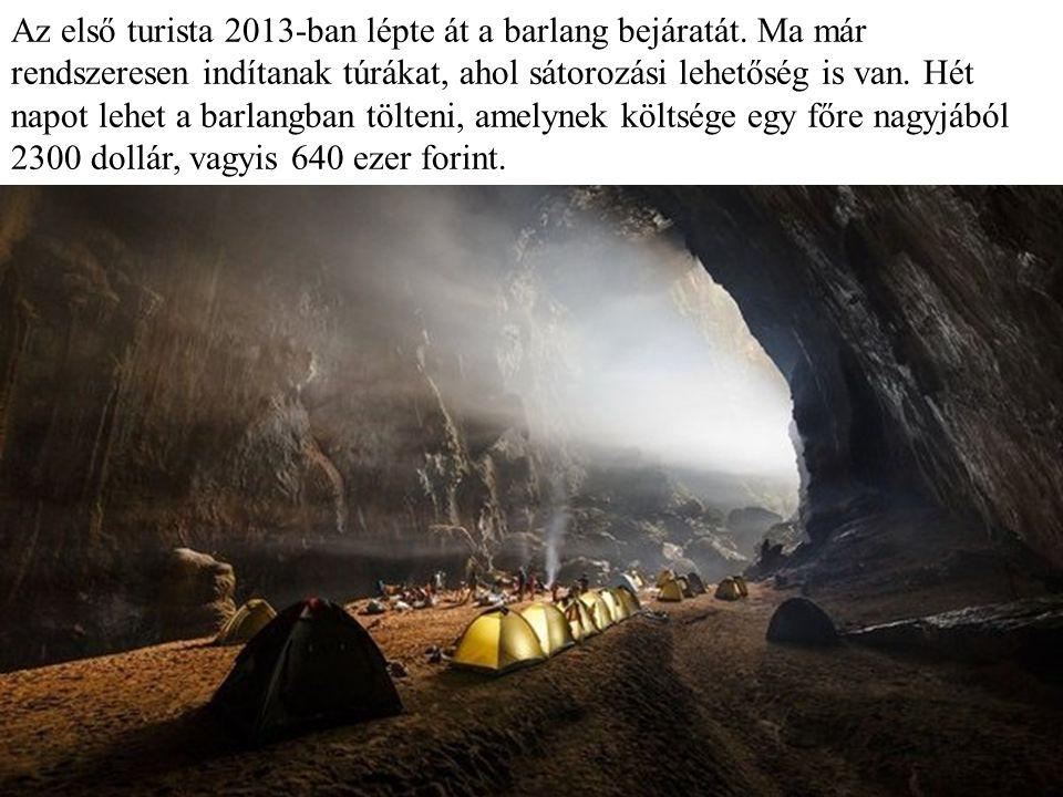 Az első turisták látogatása a barlangban.