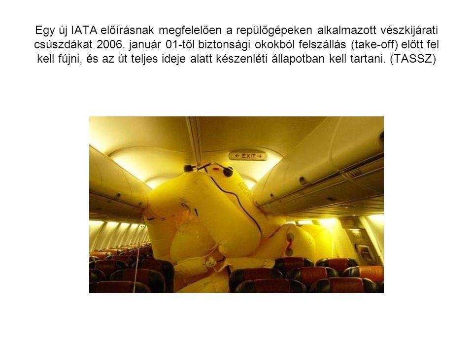 Egy új IATA előírásnak megfelelően a repülőgépeken alkalmazott vészkijárati csúszdákat 2006.