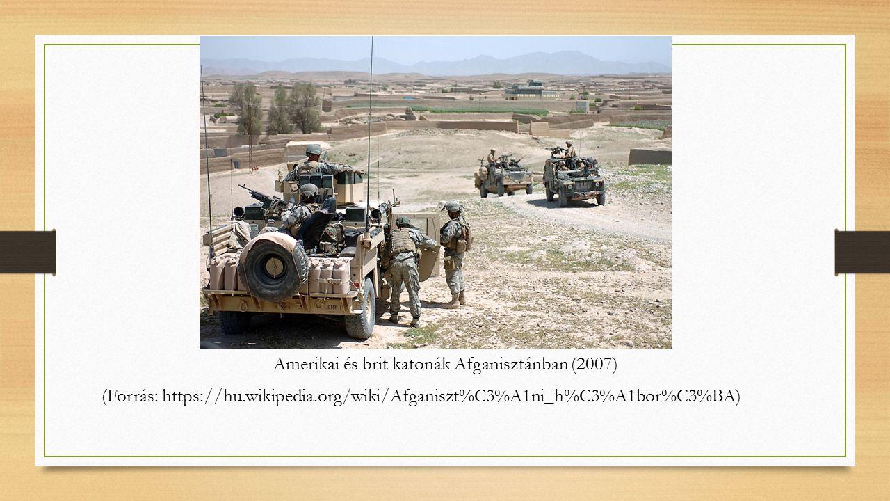 Amerikai és brit katonák Afganisztánban (2007) (Forrás: https://hu.wikipedia.org/wiki/Afganiszt%C3%A1ni_h%C3%A1bor%C3%BA)