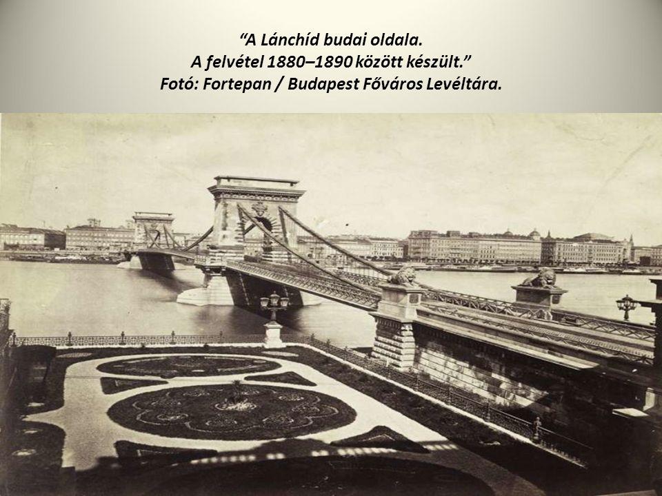 """""""A Lánchíd budai oldala. A felvétel 1880–1890 között készült."""" Fotó: Fortepan / Budapest Főváros Levéltára."""
