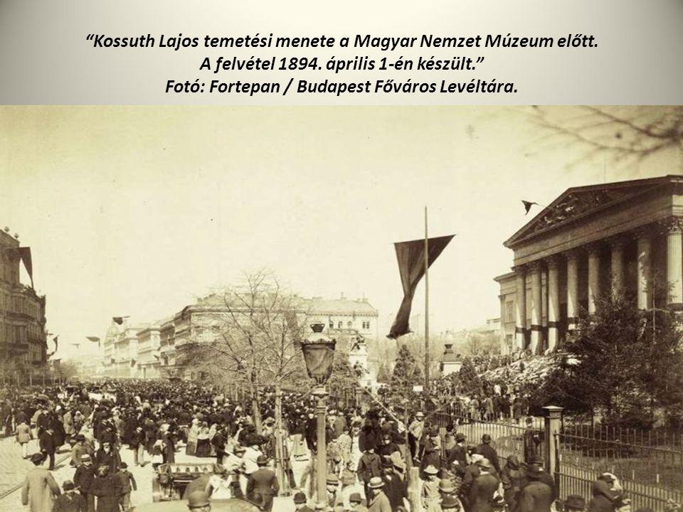 """""""Kossuth Lajos temetési menete a Magyar Nemzet Múzeum előtt. A felvétel 1894. április 1-én készült."""" Fotó: Fortepan / Budapest Főváros Levéltára."""