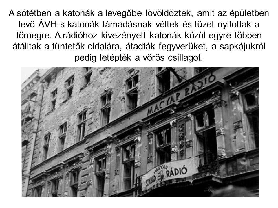 A sötétben a katonák a levegőbe lövöldöztek, amit az épületben levő ÁVH-s katonák támadásnak véltek és tüzet nyitottak a tömegre. A rádióhoz kivezénye