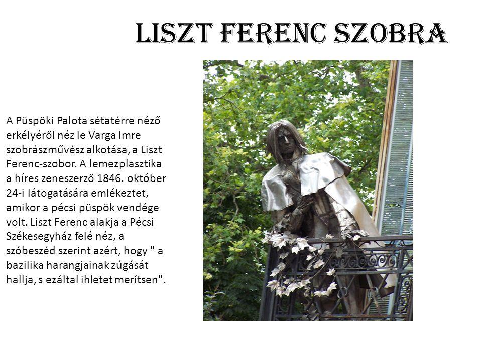 Liszt Ferenc szobra A Püspöki Palota sétatérre néző erkélyéről néz le Varga Imre szobrászművész alkotása, a Liszt Ferenc-szobor.