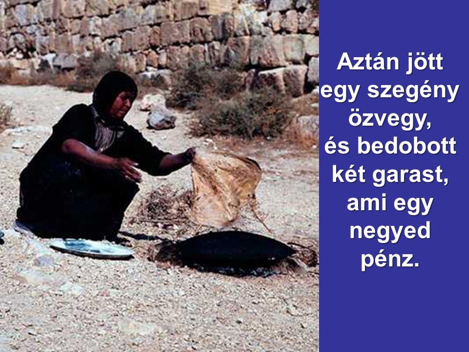 Jézus ezután leült a templomkincstárral szemben, és figyelte, hogyan dob a tömeg pénzt a kincstárba: sok gazdag sokat dobott be. sok gazdag sokat dobo