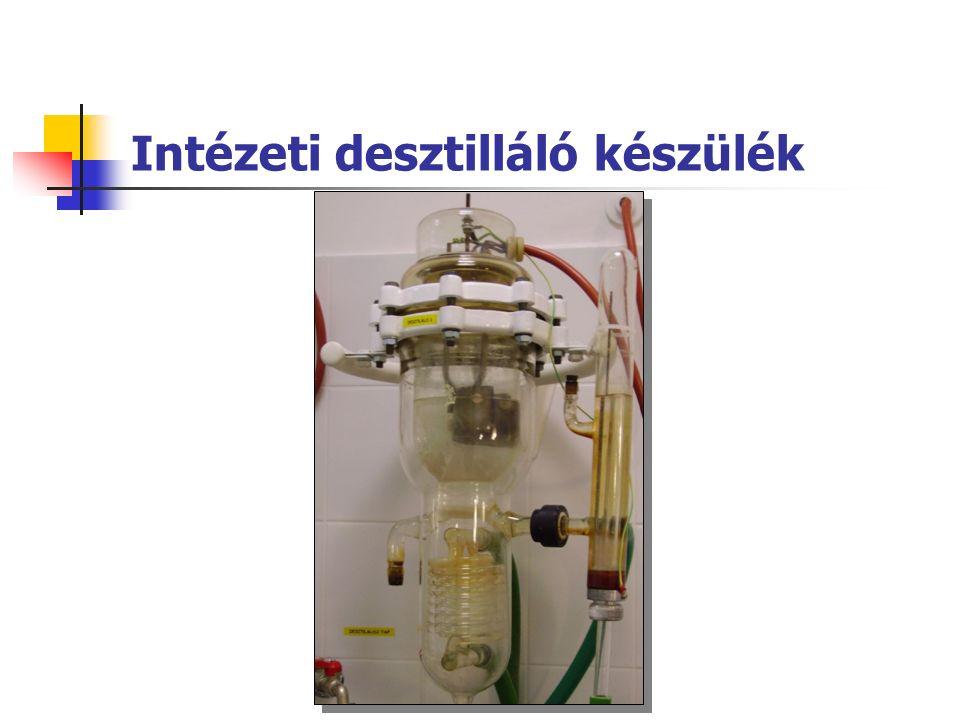 Termokompressziós desztilláló készülék A tartály B desztillálandó víz a csövek belsejében C fűtés D kompresszió E hőkicserélő