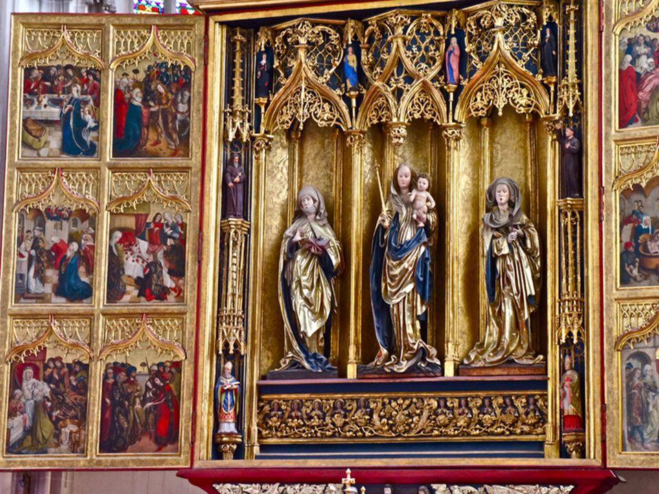 A főoltár az 1470-es évek mélyített szekrényű típusába tartozik. 1474. és 1477. között állították fel és készültek festményei. 12,5 méter magas, nyito