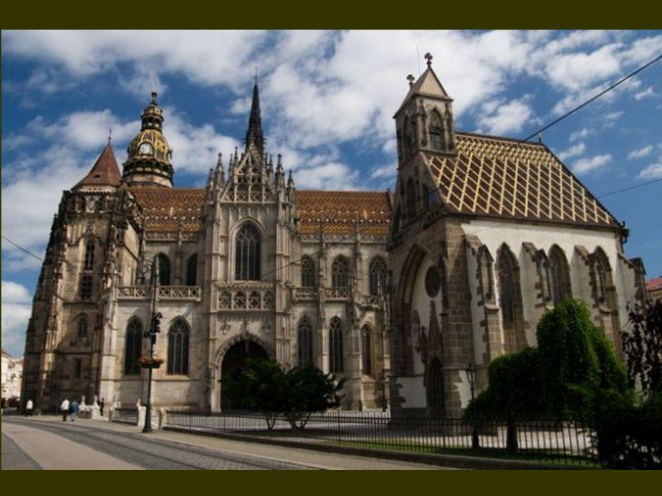 A dóm építése 1378 körül kezdődött, és több szakaszra osztható.