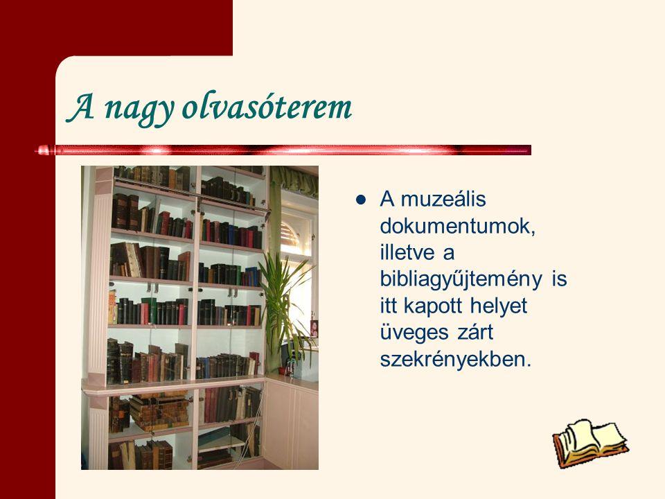A nagy olvasóterem A muzeális dokumentumok, illetve a bibliagyűjtemény is itt kapott helyet üveges zárt szekrényekben.