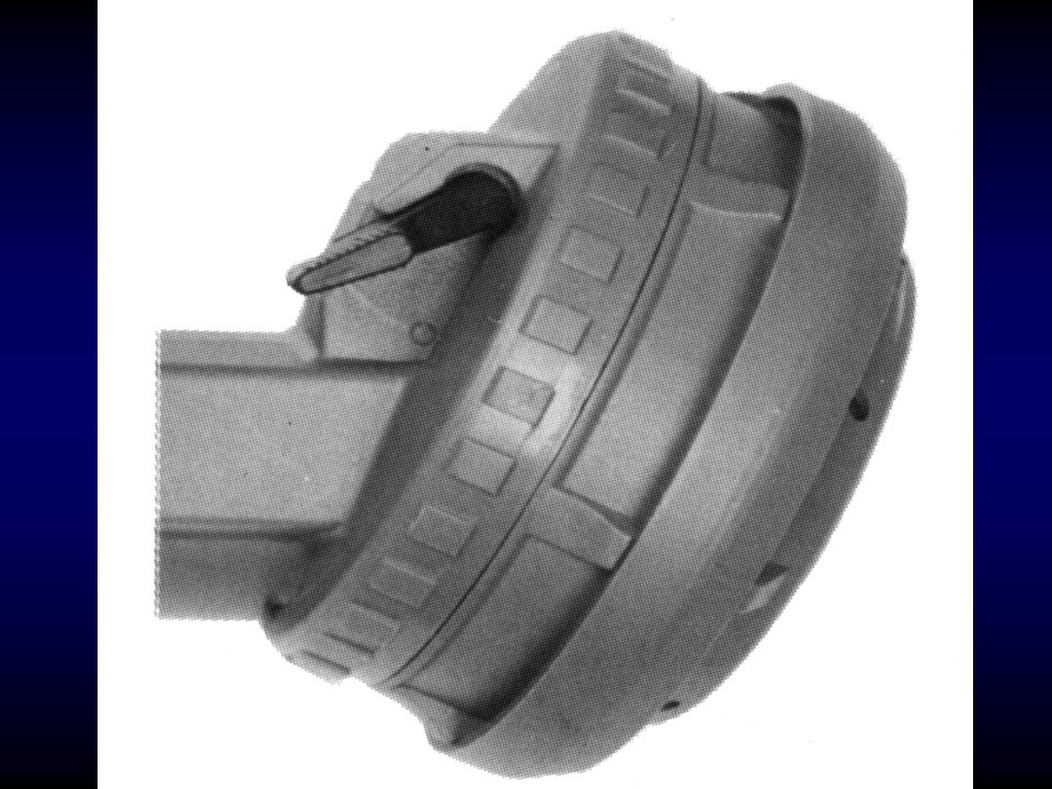 Keretálarc (légzéscsatlakozó) Az álarc fejen történő megfelelő rögzítését egy ötágú, állítható rögzítőszalag biztosítja.