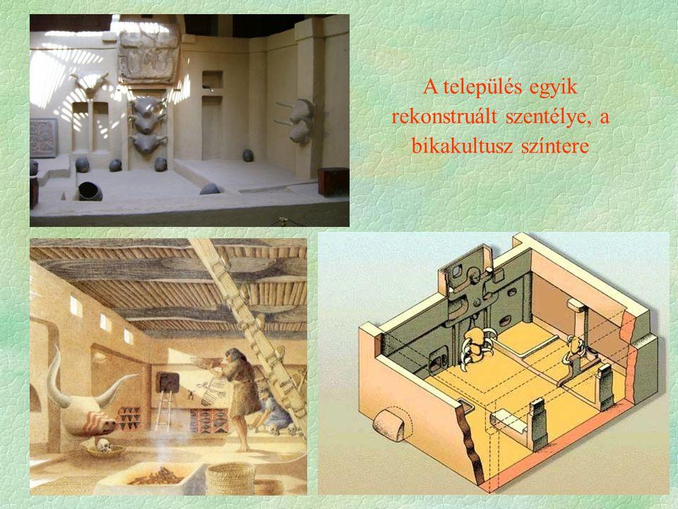 A település egyik rekonstruált szentélye, a bikakultusz színtere