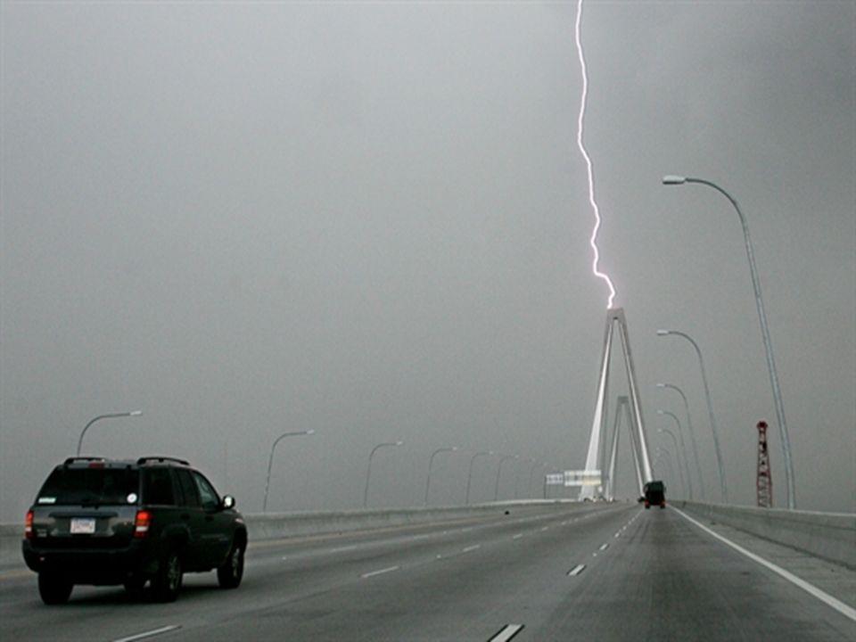 Autóban, repülőben nem lehet bántódásunk – IGAZ Május elején villám csapott egy utasszállító repülőbe Manilában.