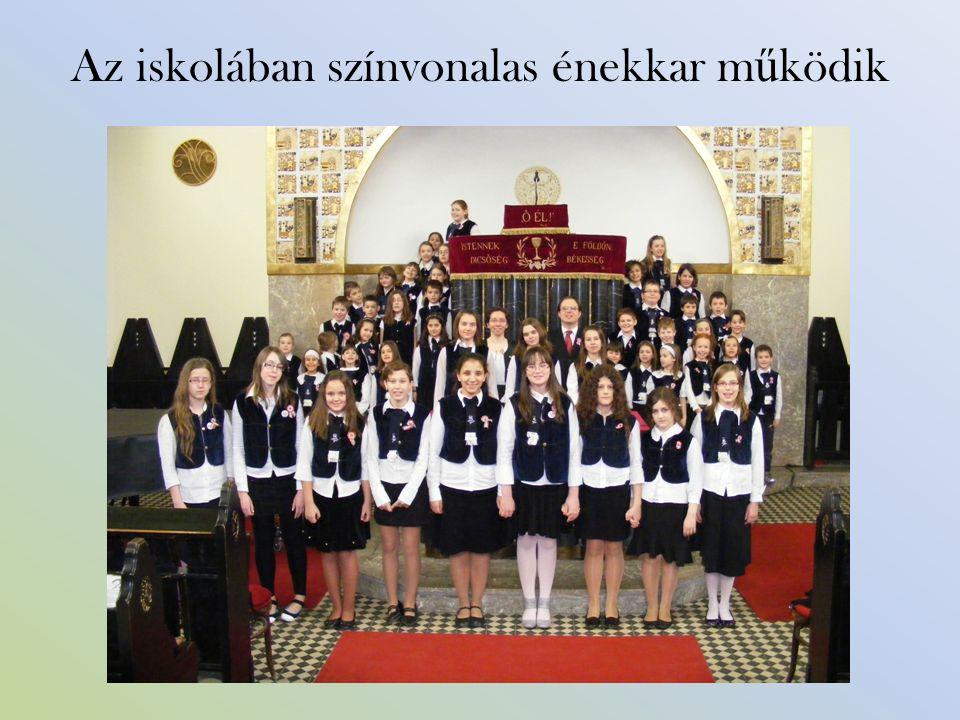 Az iskolában színvonalas énekkar m ű ködik