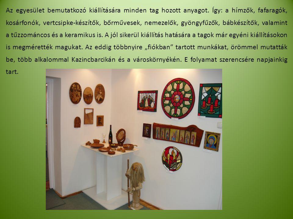 Az egyesület bemutatkozó kiállítására minden tag hozott anyagot.