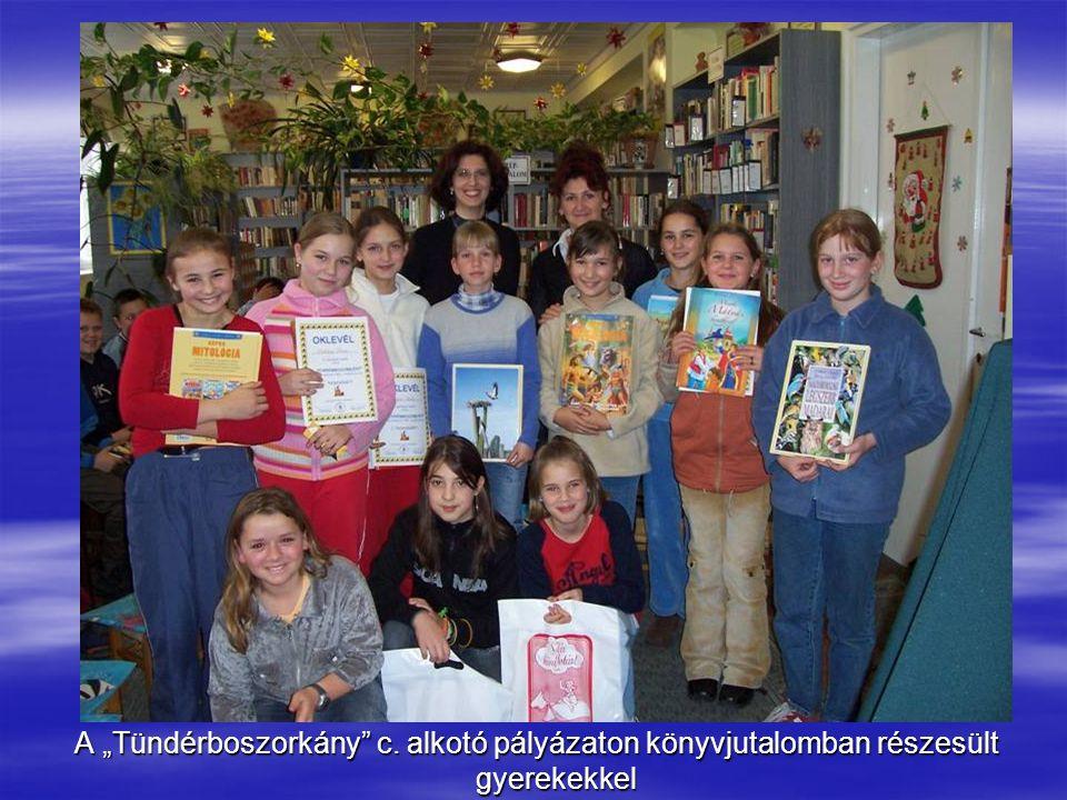 """A """"Tündérboszorkány c. alkotó pályázaton könyvjutalomban részesült gyerekekkel"""
