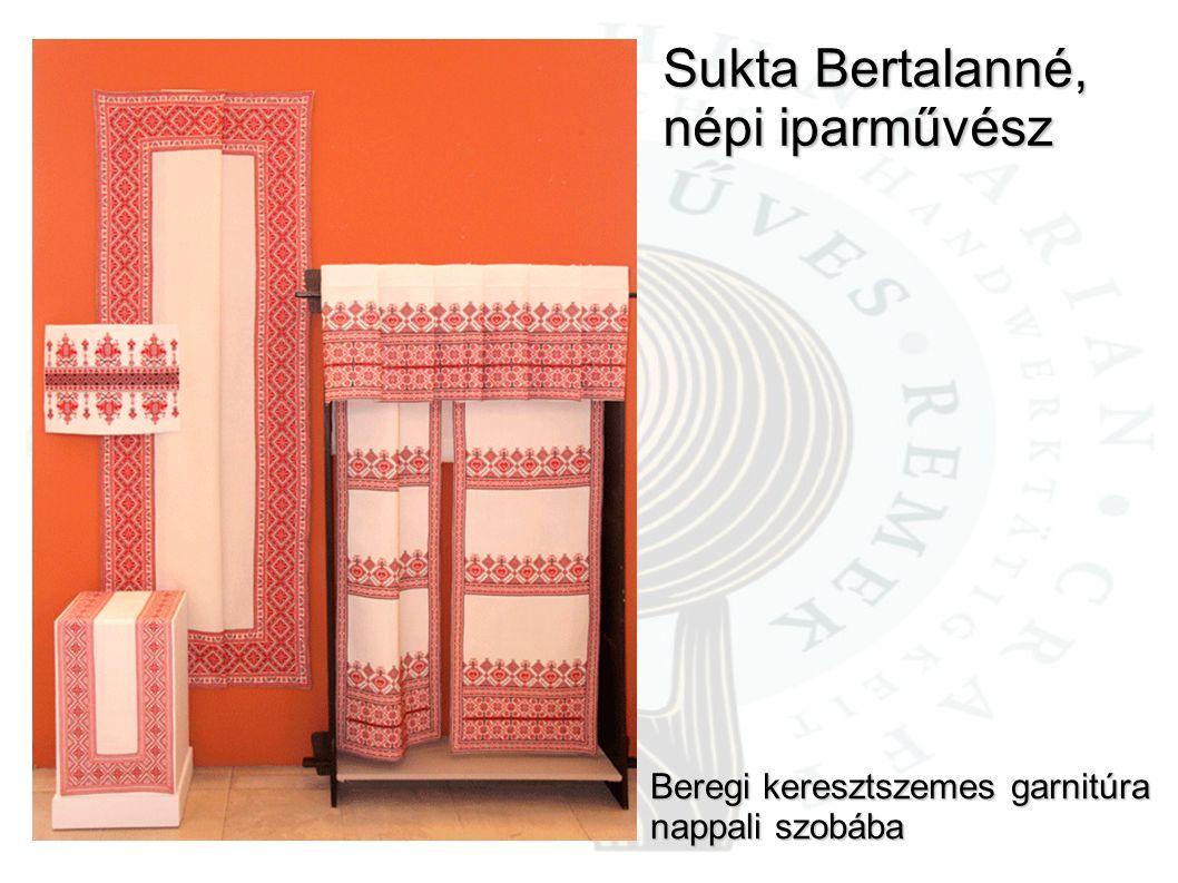Sukta Bertalanné, népi iparművész Beregi keresztszemes garnitúra nappali szobába