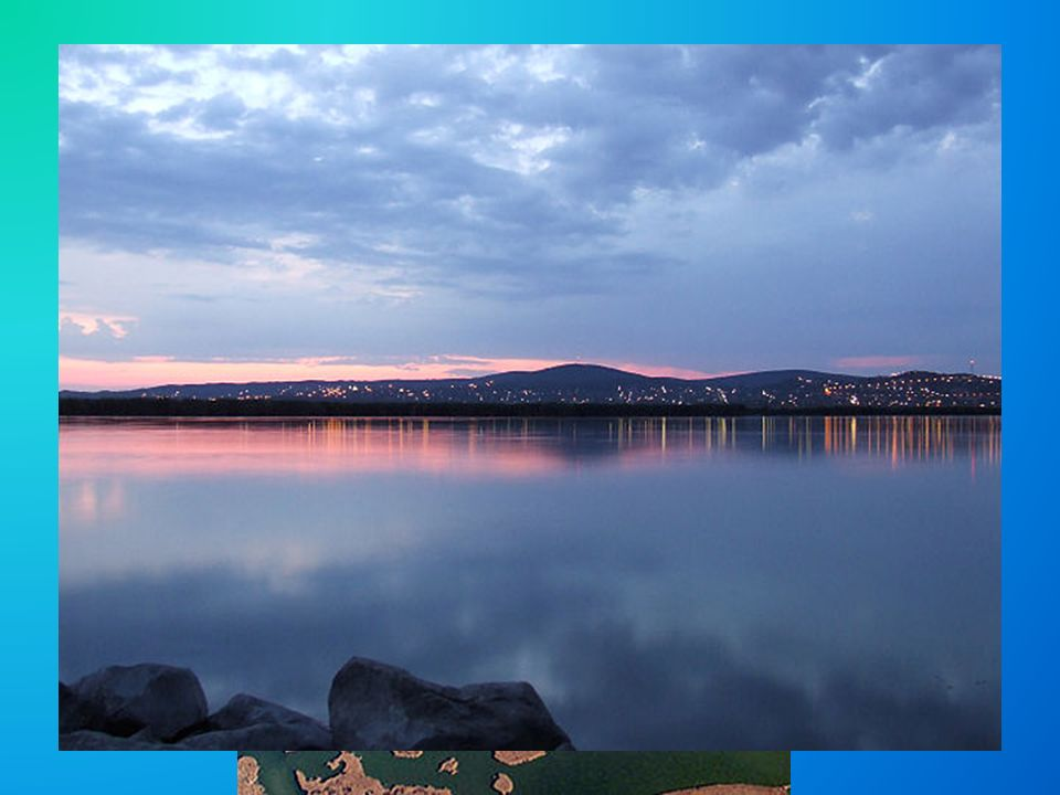 Földrajza Budapest és Székesfehérvár között Velencei-hegység Vízellátása: Vértesben eredő és a Zámolyi- medence vizeit összegyűjtő Császár-víz biztosítja Hat vízfolyás táplálja: Bella-patak, Bágyom-ér, Lefolyás: Dinnyés-Kajtori-csatorna Két mesterséges sziget: Csepel- és Velencei-sziget