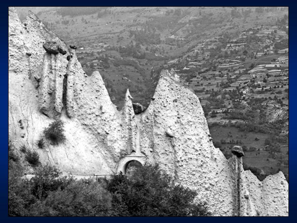 Louis Agassiz második bizonyítéka: az U alakú letarolt völgyek: a folyók vágta völgyek V alakúak a gleccserek vágta völgyek U alakúak