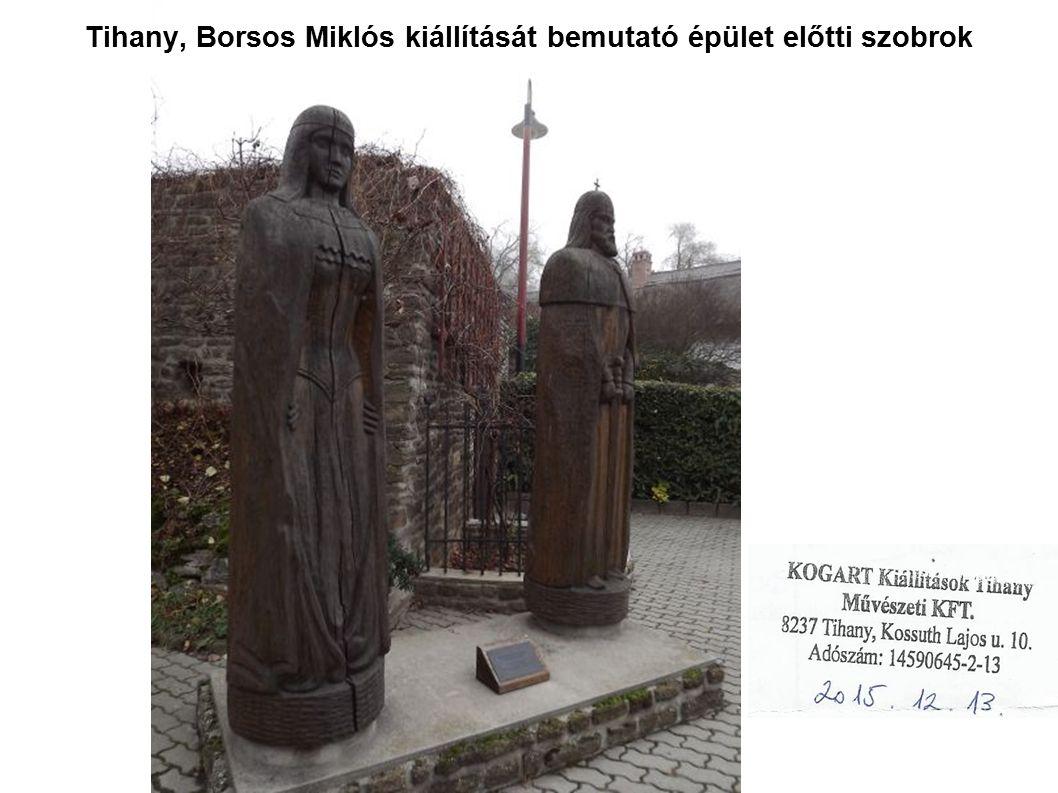 Tihany, Borsos Miklós kiállítását bemutató épület előtti szobrok