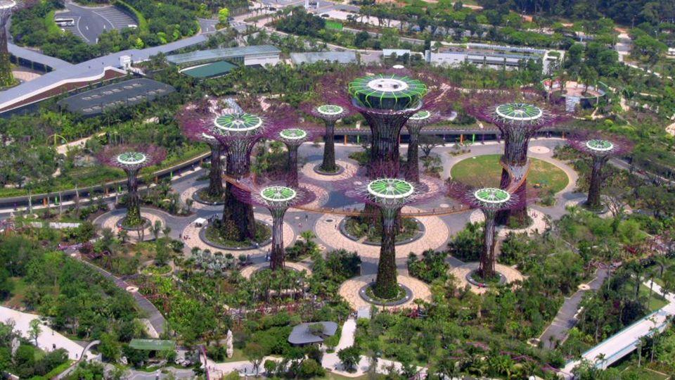A kupola a virág van a leg--bb alacsony, de a nagyobb a két, 1.2 hektáros (3.0 Hold).