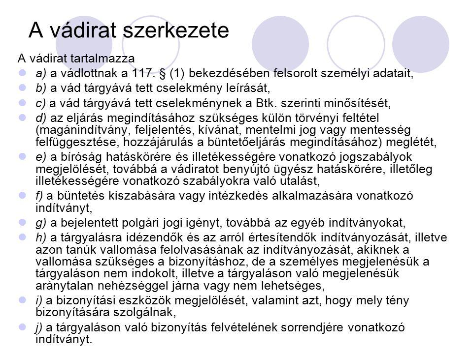 A vádirat szerkezete A vádirat tartalmazza a) a vádlottnak a 117. § (1) bekezdésében felsorolt személyi adatait, b) a vád tárgyává tett cselekmény leí