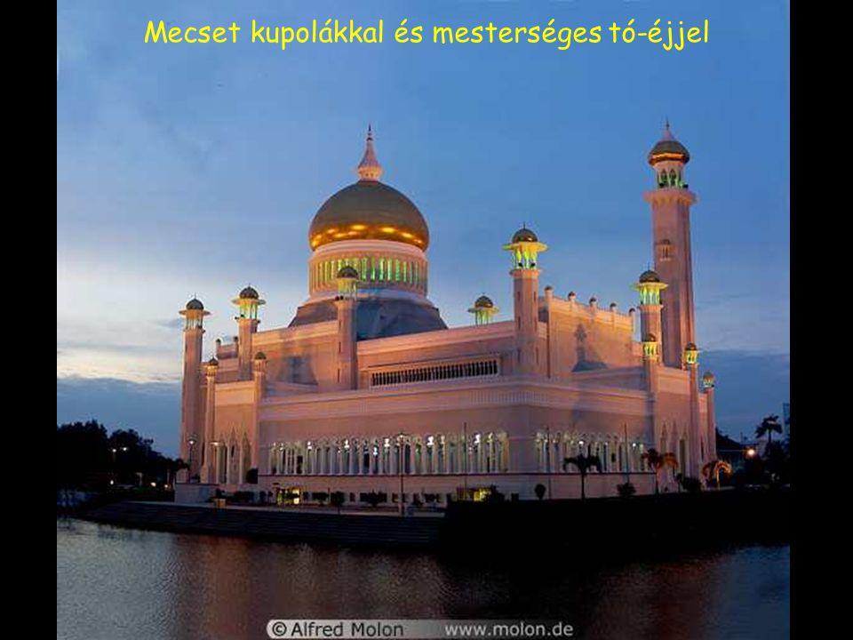 Aranykapu a mecset elõtt