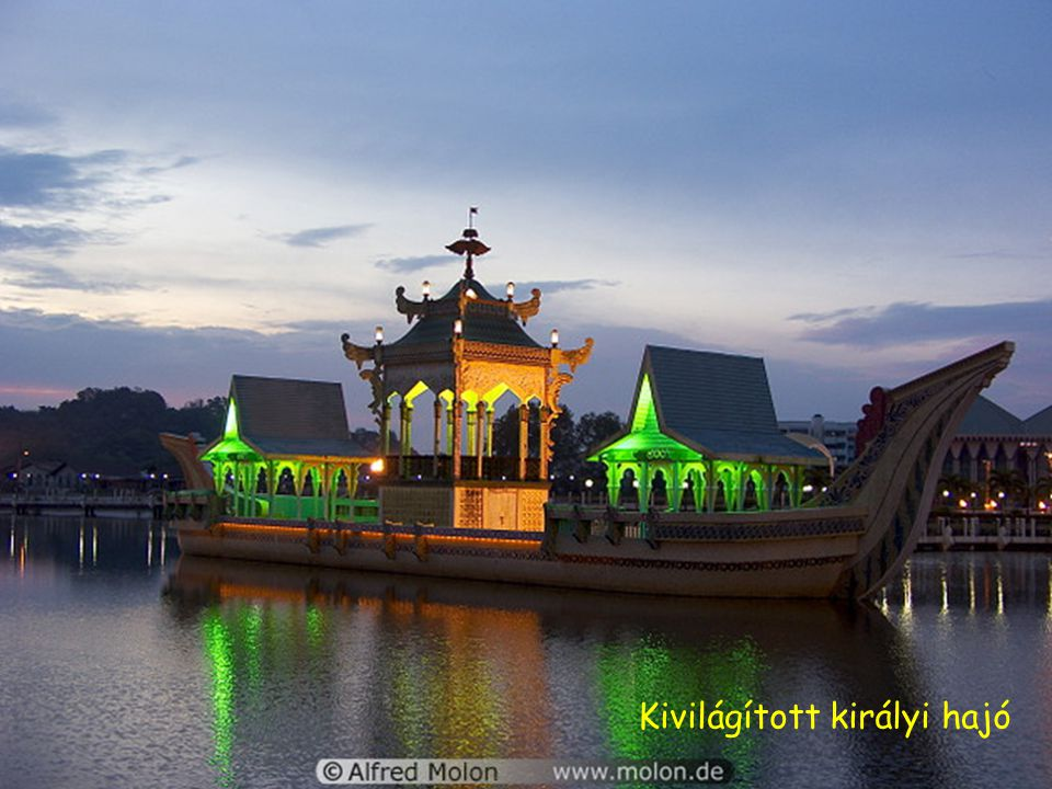 Mecset kupolákkal és mesterséges tó-éjjel