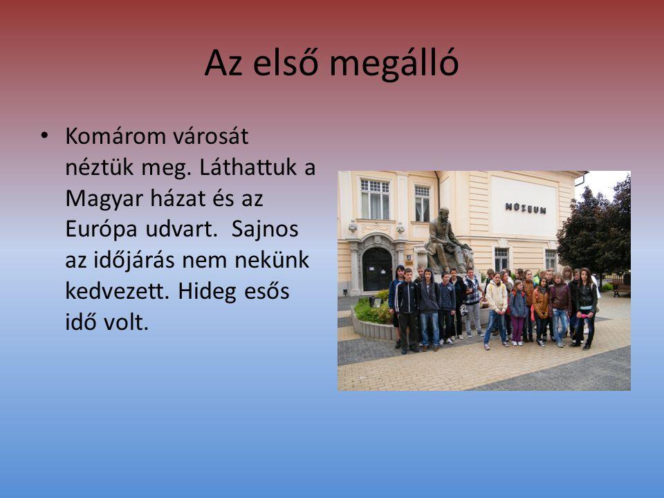 Az első megálló • Komárom városát néztük meg. Láthattuk a Magyar házat és az Európa udvart.