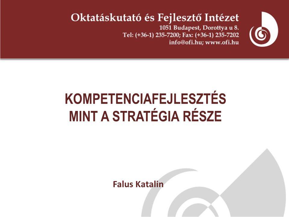 Kulcskompetenciák  Az LLL szempontjából az EU által fontosnak tartott, kiemelt kompetenciák  A mindenki számára szükséges kompetenciák - az új információs társadalomban az élethez és a munkához  A társadalmi létezés, a használhatóság, az eredményesség felöl kiemelten kezelt célok Pszichés funkciók és struktúrák összerendeződései  Tudások  Képességek  Attitűdök sajátos rendszere ↗