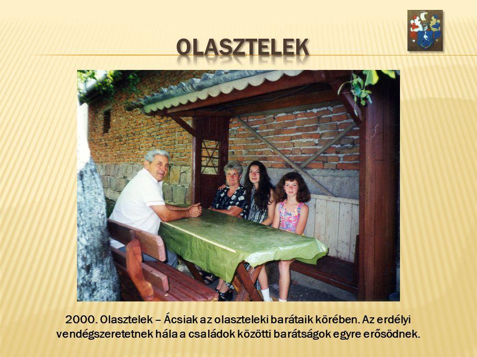 2000. Olasztelek – Ácsiak az olaszteleki barátaik körében. Az erdélyi vendégszeretetnek hála a családok közötti barátságok egyre erősödnek.
