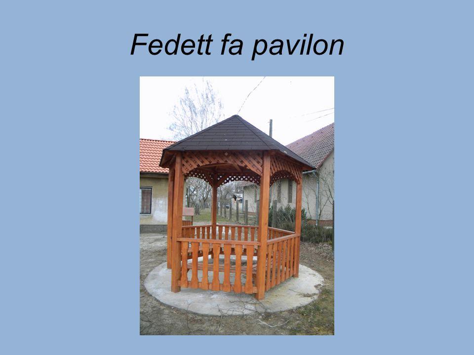 Fedett fa pavilon