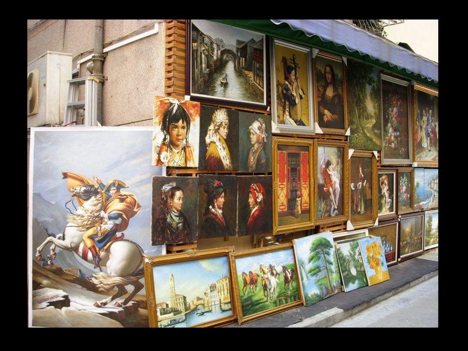 Itt a művészek, a kínai képzőművészeti iskolák legjobb válogatottjai, minden évben mintegy 5.000.000 festményt állítanak elő, ami a földünkön eladott
