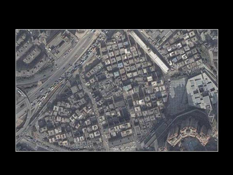 Az öt négyzetkilométer területü Dafen-t kerítés vesz körül, vagy fél tucatnyi európai stílusú macskaköves utcával, valamint 800 művészet-hamisító galé