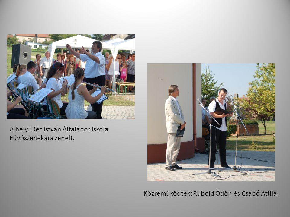 A helyi Dér István Általános Iskola Fúvószenekara zenélt.