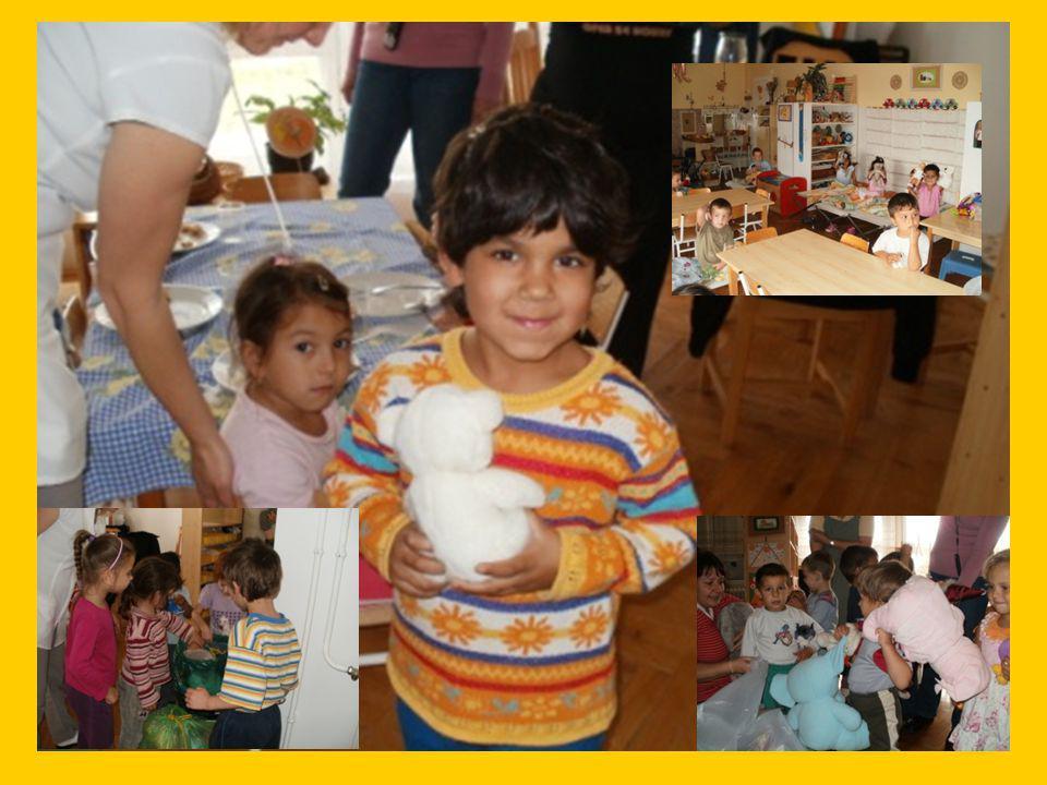 A gyermekeknek szánt játékokat külön autóval vittük le a Devecseri óvodába, ahol személyesen osztottuk szét 128 kisgyerek között.