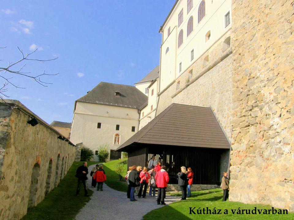 Rézedények az egykori várkonyhában