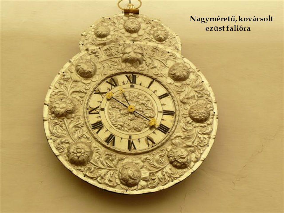 Ezüst, aranyozott asztali óra kétfejű sas alakjával