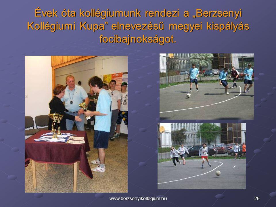 """28www.berzsenyikollegium.hu Évek óta kollégiumunk rendezi a """"Berzsenyi Kollégiumi Kupa"""" elnevezésű megyei kispályás focibajnokságot."""