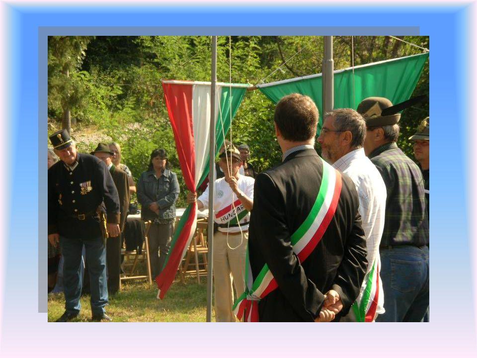 Az immár harmincötödig ízben megtartott megemlékezésen harmadszor vettünk részt. Az ünnepség zászlófelvonással kezdődött, mely az olasz, a magyar és a
