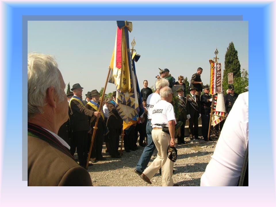 A résztvevők ezt követően az osztrák hősök emlékművéhez vonultak. Innen vonultunk át a közös olasz-magyar emlékműhöz ahol a a Budapesti Természetbarát