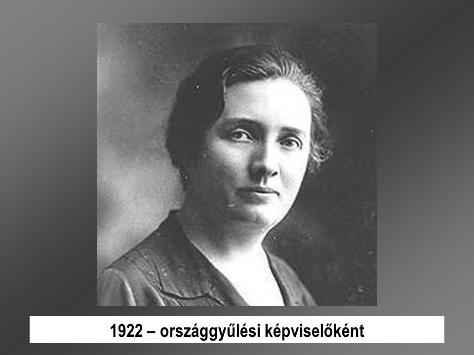 1956-ban részt vett az SZDP újjászervezésében, október 31-től a párt elnöke, november 2.