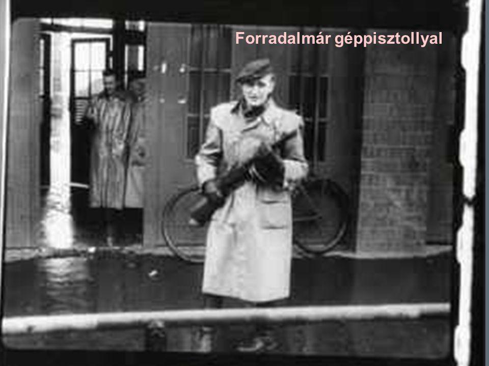 67 Forradalmár géppisztollyal