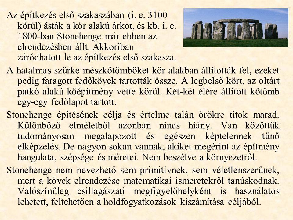 Az építkezés első szakaszában (i.e. 3100 körül) ásták a kör alakú árkot, és kb.