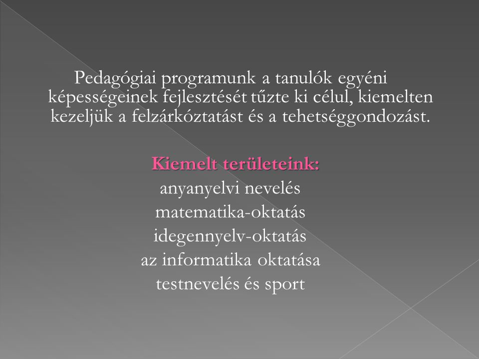 Tantestületünk jól képzett, nagy tudású, magas fokú szakmai intelligenciával és nagy empátiával rendelkező, gyermekszerető pedagógusokból áll.
