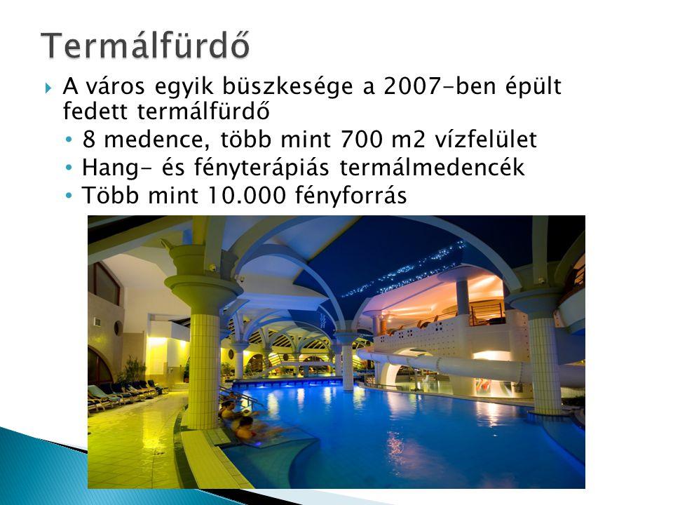  A város egyik büszkesége a 2007-ben épült fedett termálfürdő • 8 medence, több mint 700 m2 vízfelület • Hang- és fényterápiás termálmedencék • Több mint 10.000 fényforrás