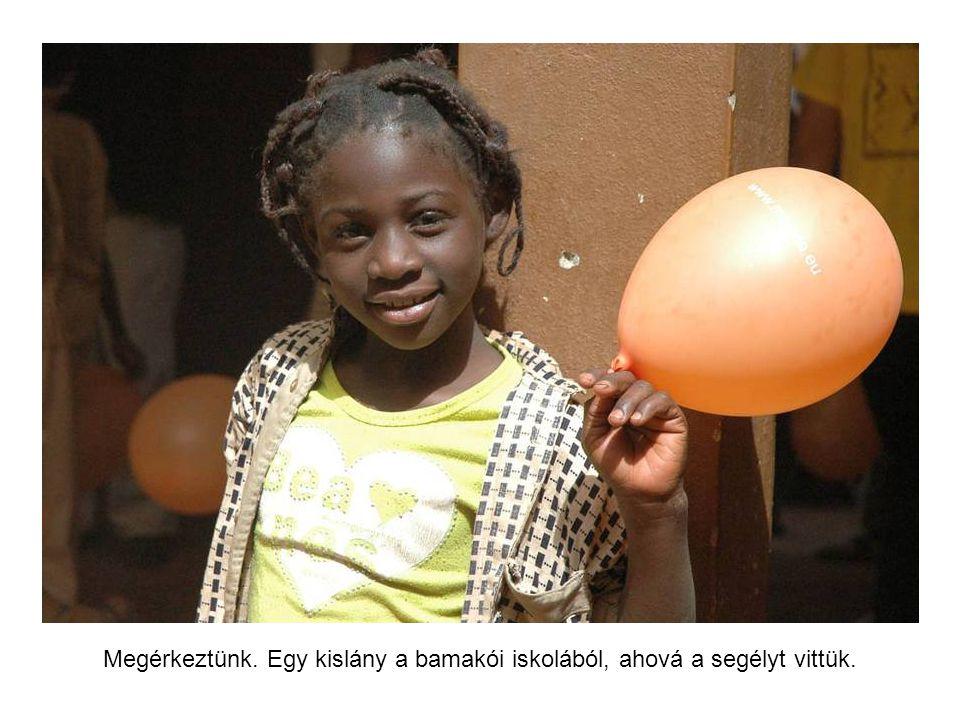 Bamakóban a függetlenségi emlékmű.