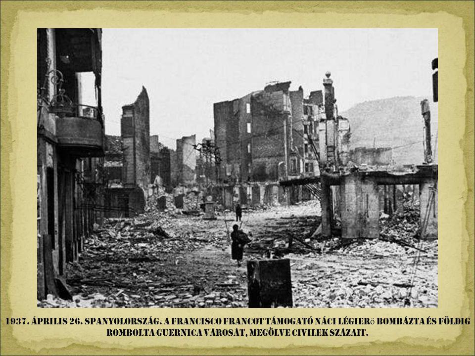 1920. május 5. Moszkva. Lenin bolsevik katonákhoz beszél. Trockij oldalt figyel.
