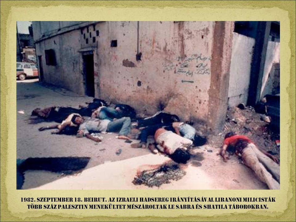 1981. Május 13. róma, Szent Péter tér. Mehmet Ali Agca pisztolyt lóbáló keze, mielött megsebesítette volna Karol Wojtyla pápát.