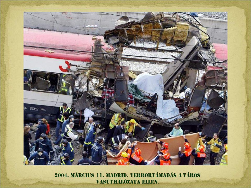 2003. április 9. Bagdad. Szaddam Husszein szobrát ledöntik az amerikai katonák.